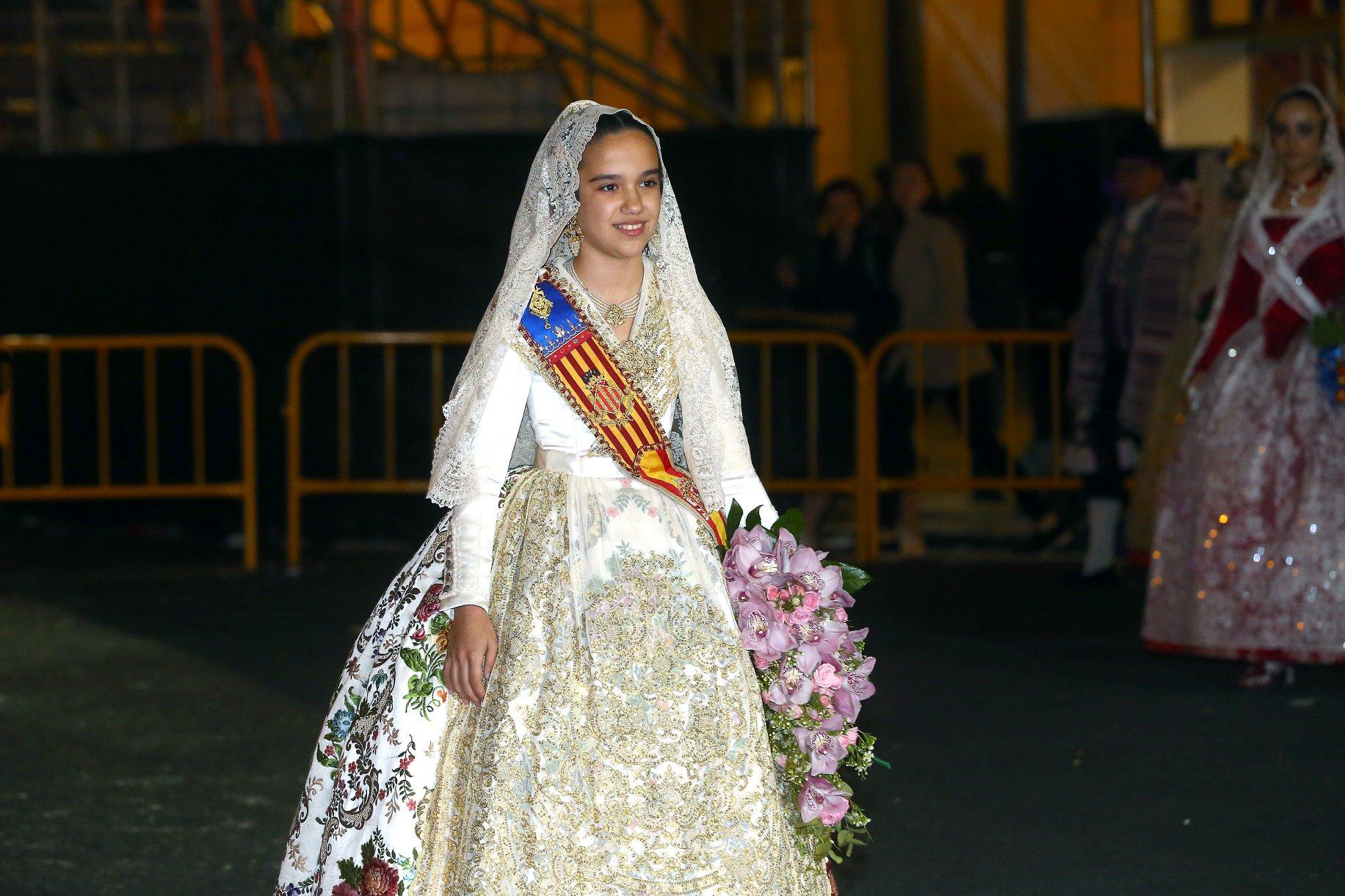 Sara Larrazábal visiblement emocionada el primer dia d'Ofrena a València